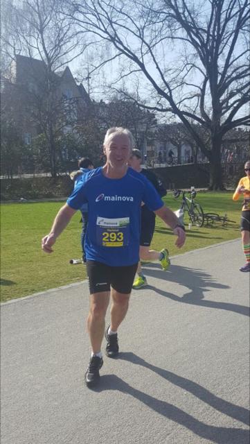 Hartmut gewinnt beim Mainova-Halbmarathon in Frankfurt………….